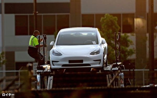 電気自動車の市場開拓を進める米テスラだが、ESGで常に高い評価を得ている訳ではない=ロイター