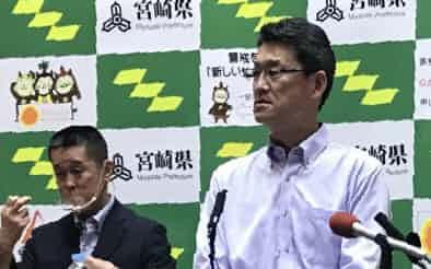 記者会見する宮崎県の河野俊嗣知事(30日、県庁)