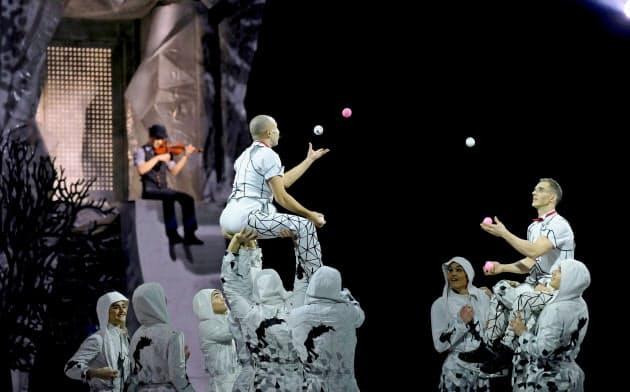 言葉のないパフォーマンスへと舞台芸術を変えたシルク・ドゥ・ソレイユ=ロイター