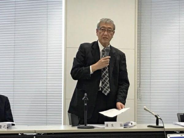 記者会見する北海道エアポートの蒲生猛社長(30日、新千歳空港)