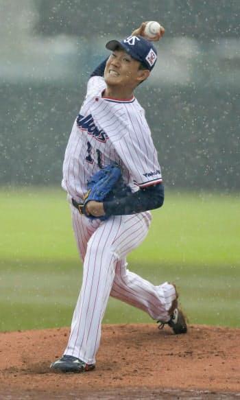 雨の中ロッテとの2軍戦に先発したヤクルト・奥川(30日、戸田球場)=球団提供・共同