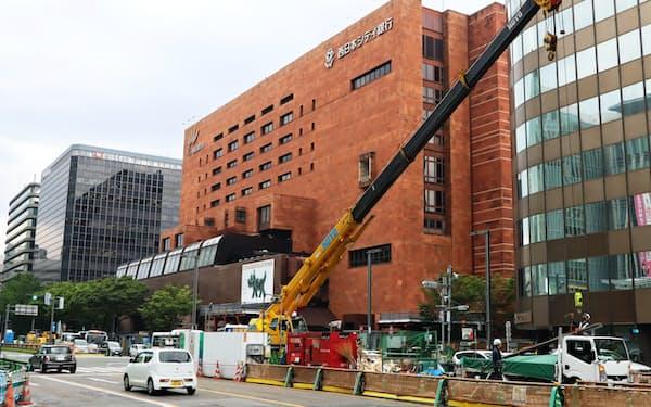 JR博多駅前などの再開発が地価を押し上げた(福岡市)