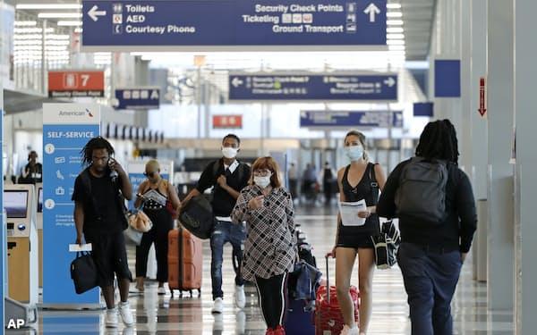 旅客需要は足元で持ち直しているが、長期的には低迷が予想される(6月、米シカゴ)=AP