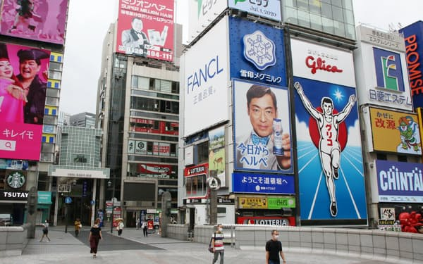 観光客の姿が見られない戎橋(1日午前、大阪市中央区)