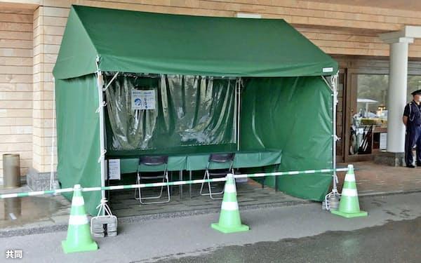 クラブハウス入り口に設置された検温用テント=カメリアヒルズCC(日本女子プロゴルフ協会提供)