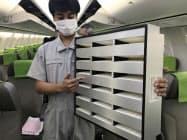 高性能のフィルターを取り付け、機内の空気を清潔にする