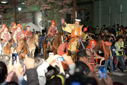 大勢が訪れる信玄公祭りは混雑が避けられない