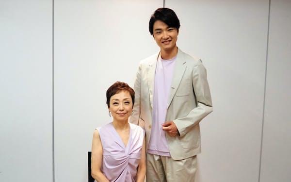 「親子3世代で楽しんでほしい」と語るクミコ(左)と井上芳雄