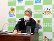 日銀前橋支店の岡山支店長は7月の群馬県の景気判断を引き下げたと発表した(前橋市)