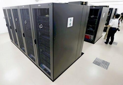 名古屋大が運用を始めたスーパーコンピューター「不老(フロー)」(1日、名古屋市)=共同