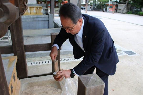 ふくやの川原会長は例年通りに筥崎宮に足を運んだ(1日、福岡市東区)