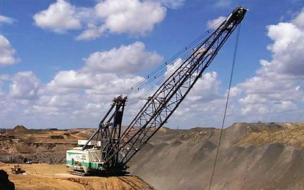 三菱商事が出資するオーストラリアの原料炭鉱山では無人ダンプの導入など効率運営に力を入れる