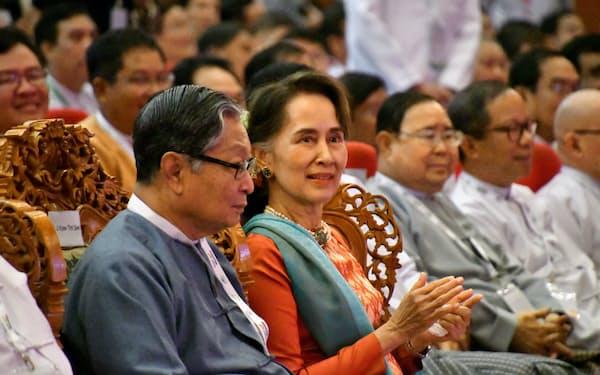 ミャンマーの選挙管理委員会は11月8日に総選挙を実施すると発表した(2019年、投資フォーラムに出席したアウン・サン・スー・チー国家顧問)