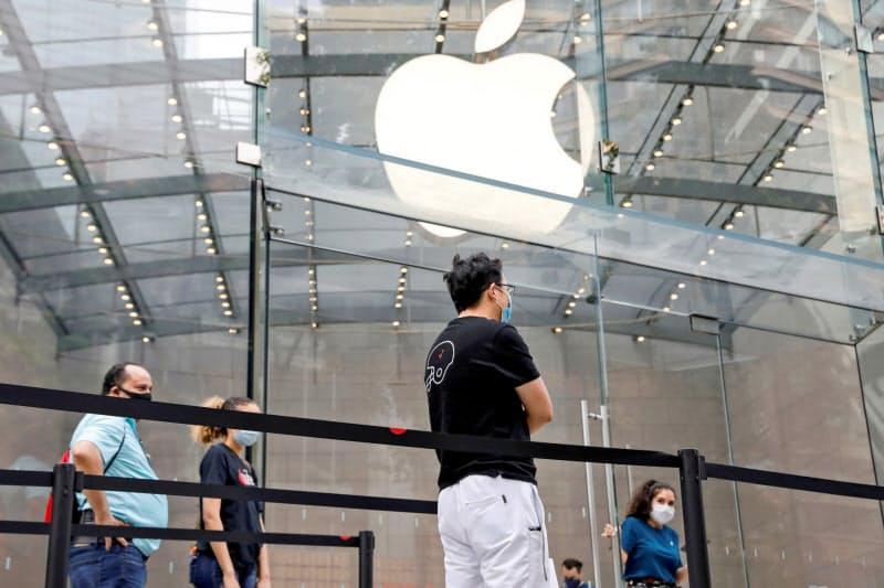 コロナ感染者の増加を受け、アップルは米ロサンゼルスなどの30店舗を2日に追加閉鎖する(写真はイメージ)=ロイター