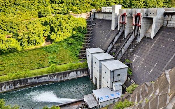 滝ダムで発電された電気などを「アマリングリーンでんき」として供給する(岩手県久慈市)