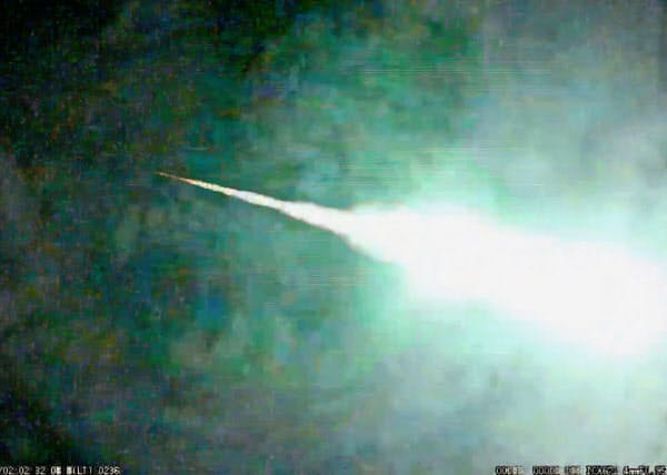 平塚市博物館の藤井大地さんが神奈川県平塚市で撮影した火球。左から右に流れた(2日)=共同
