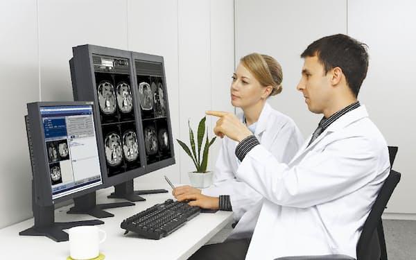医師が画像を解析する作業の効率化が急務となっている(写真はイメージ)