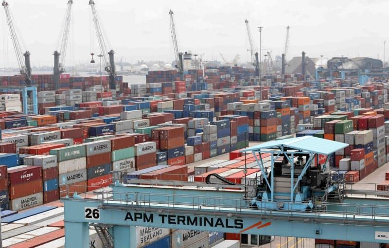 域内の供給網づくりが課題に(ナイジェリアの貨物港)=ロイター