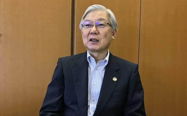 港区のNEC本社で報道陣のオンラインインタビューを受ける新野隆社長