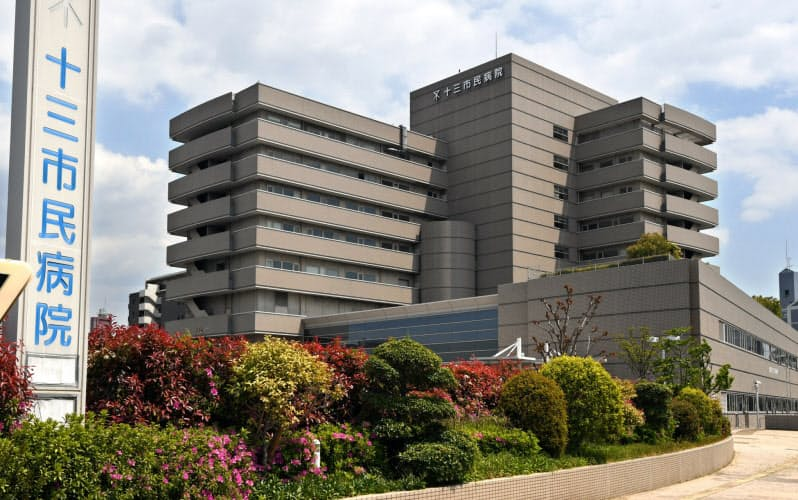新型コロナウイルスの患者を専門に診療する大阪市立十三市民病院(大阪市淀川区)