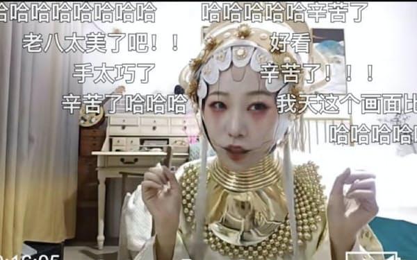 中国の古代衣装を紹介する生中継イベントには170万人以上の視聴者が集まった(3月)
