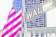 ニューヨーク証券取引所前=AP