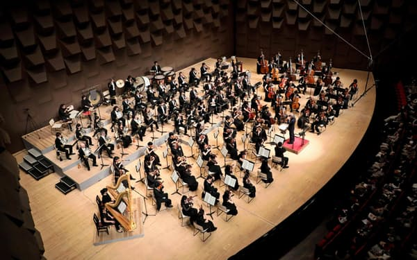 大フィルの定演会場となるフェスティバルホールは日本有数の大舞台を持つ(撮影:飯島 隆)