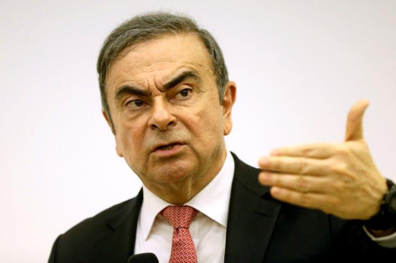 1月、レバノンで記者会見するゴーン元会長=ロイター