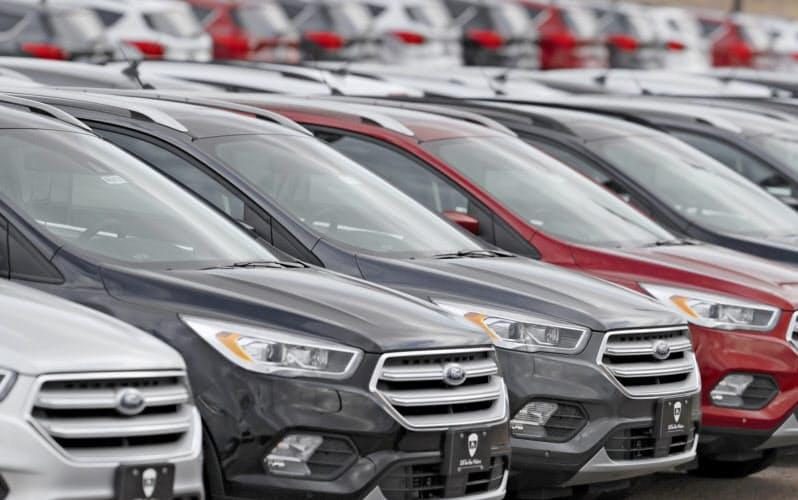 米国で新車販売の値引きの原資となる奨励金が増加している(コロラド州のフォードの販売店)=AP