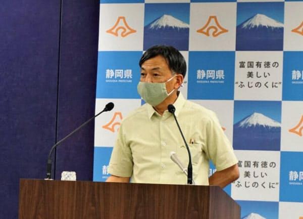 リニア中央新幹線の静岡工区の未着工問題で、JR東海の照会への回答について説明する静岡県の難波喬司副知事(3日午後、県庁)