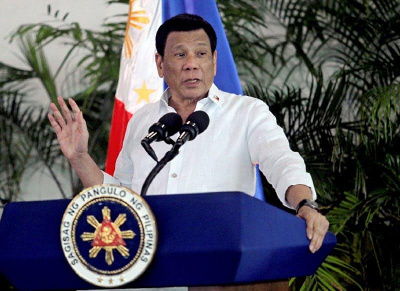反政府勢力の摘発強化を狙うフィリピンのドゥテルテ大統領=ロイター