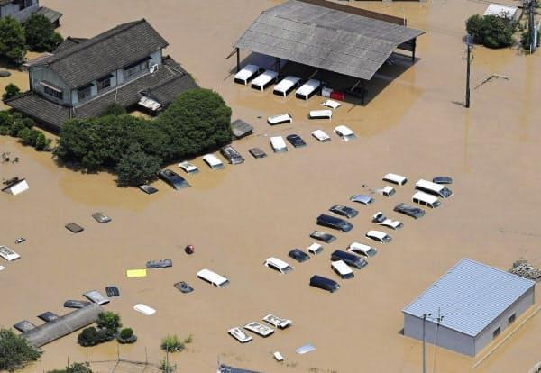 球磨川が氾濫し水に漬かった熊本県人吉市の市街地=4日午前11時50分(共同通信社ヘリから)