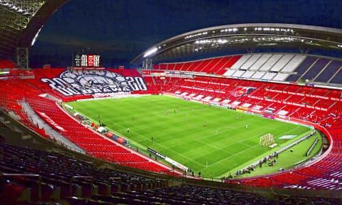 新型コロナウイルスの影響による中断が明け、約4カ月ぶりに再開したサッカーJ1の浦和―横浜M戦が行われた埼玉スタジアム(4日、さいたま市)=Jリーグ提供・共同