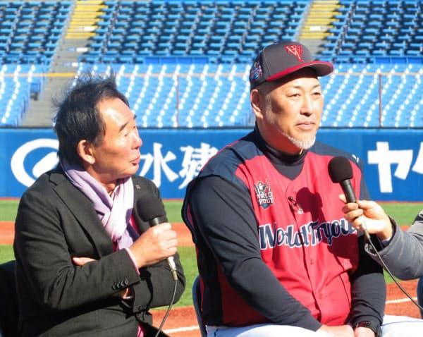 神宮球場で行われた「ワールド・トライアウト」で東尾修氏(左)と対談する清原氏。昔からの西武ファンにはたまらない組み合わせ