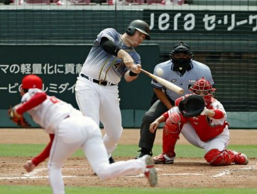 3回阪神2死、ボーアが右越えに満塁本塁打を放つ。投手遠藤、捕手坂倉(5日、マツダ)=共同