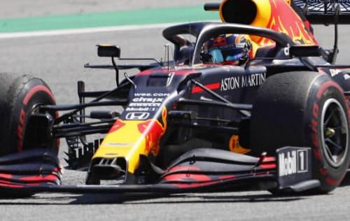 F1オーストリアGPで走行するレッドブル・ホンダのアレクサンダー・アルボン(5日、シュピールベルク)=AP