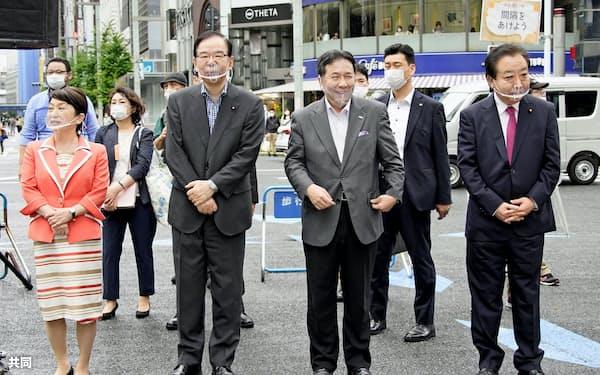 都知事選で候補の応援に駆けつけた(左から)社民党の福島党首、共産党の志位委員長、立憲民主党の枝野代表、野田前首相(6月28日午後、東京・銀座)=共同
