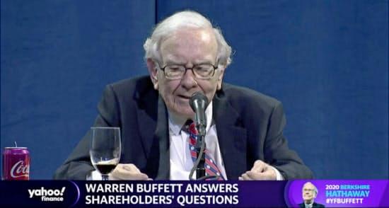 オンライン株主総会で発言するバフェット氏(5月2日、ネブラスカ州オマハ)=ロイター