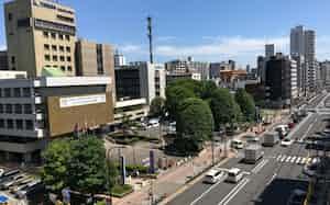 江東区役所(左)が面する四ツ目通りの直下を地下鉄8号線が通る計画になっている