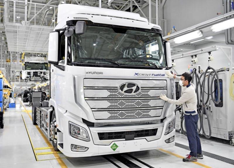 現代自動車はスイスに燃料電池トラックを輸出する(韓国全州市の同社工場)