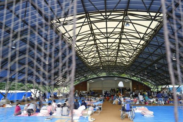 熊本県球磨村で避難所となった球磨総合運動公園(6日午後)=共同