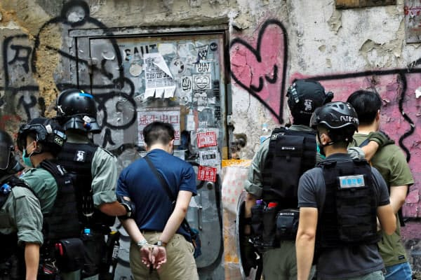 米グールグやフェイスブックなどは「香港国家安全維持法」の影響を精査している=ロイター