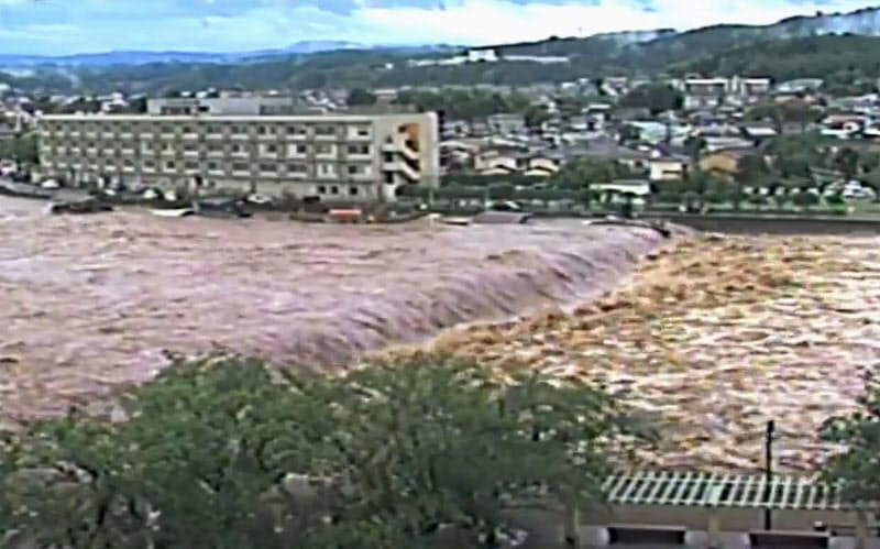 大分で筑後川氾濫 九州豪雨、死者52人に