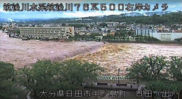 大雨で増水した筑後川のライブカメラ映像(7日午前8時53分、大分県日田市中ノ島町付近)=国交省提供・共同