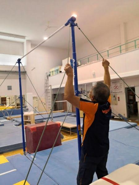 ロシア体操チームの事前合宿を1年後に控え、体操器具のメンテナンスが行われた(7月1日、新潟県加茂市)=同市提供