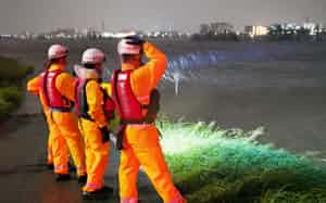 大規模水害が起きた際の避難も課題となっている(2019年10月、東京都大田区の多摩川)