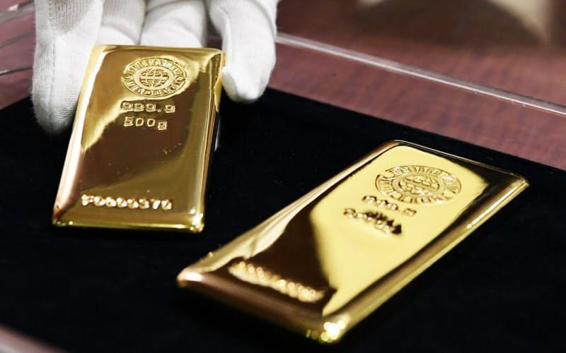 金の国際相場は初めて1トロイオンス2000ドルを超えた