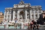 新型コロナウイルスで欧州の観光産業は大きな打撃を受けた(6月、ローマ)=ロイター