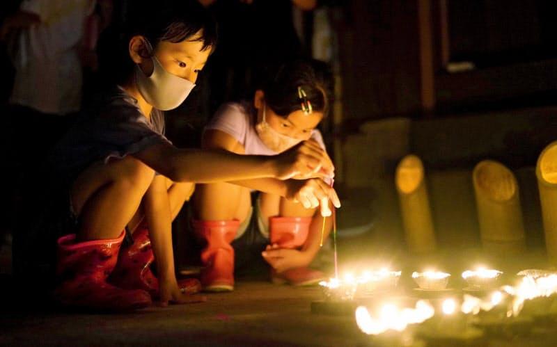 西日本豪雨から2年 線香花火で犠牲者悼む