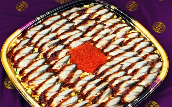 かっぱ寿司の「メガうなぎいくらちらし」。総重量3.5キロ、かば焼きスライスを60枚以上使った